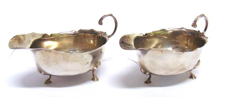 5 troy ozs) gross 70-90 (plus 23.4% Buyer s Premium incl. VAT) Lot 121 121 A PAIR OF SILVER SAUCEBOATS by E.S. Barnsley & Co Birmingham, 1909, of usual cut rim form, flying handle on three supports, 14.