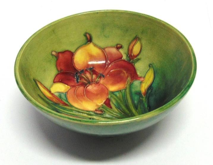 Lot 138 138 A MOORCROFT 'AFRICAN LILY' PATTERN BOWL 15.