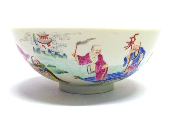 156 A CHINESE PORCELAIN BOWL the exterior with polychrome enamel and gilt decoration of a procession of figures,