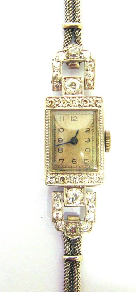 16 OMEGA, A LADY'S 9 CARAT GOLD WRIST WATCH ON A BRACELET Birmingham 1961, on an unassociated bracelet, 2.7g excluding movement, with original case 200-300 (plus 23.4% Buyer s Premium incl.