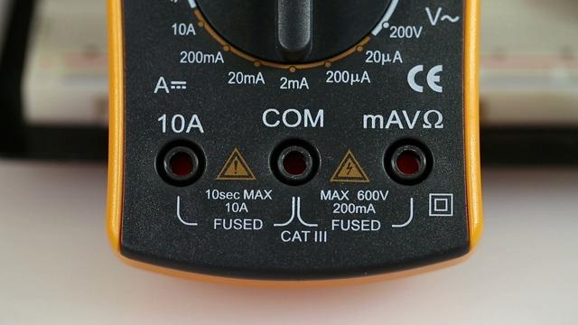 After you connect the ground contact, you can probe any voltage you want and see the result on