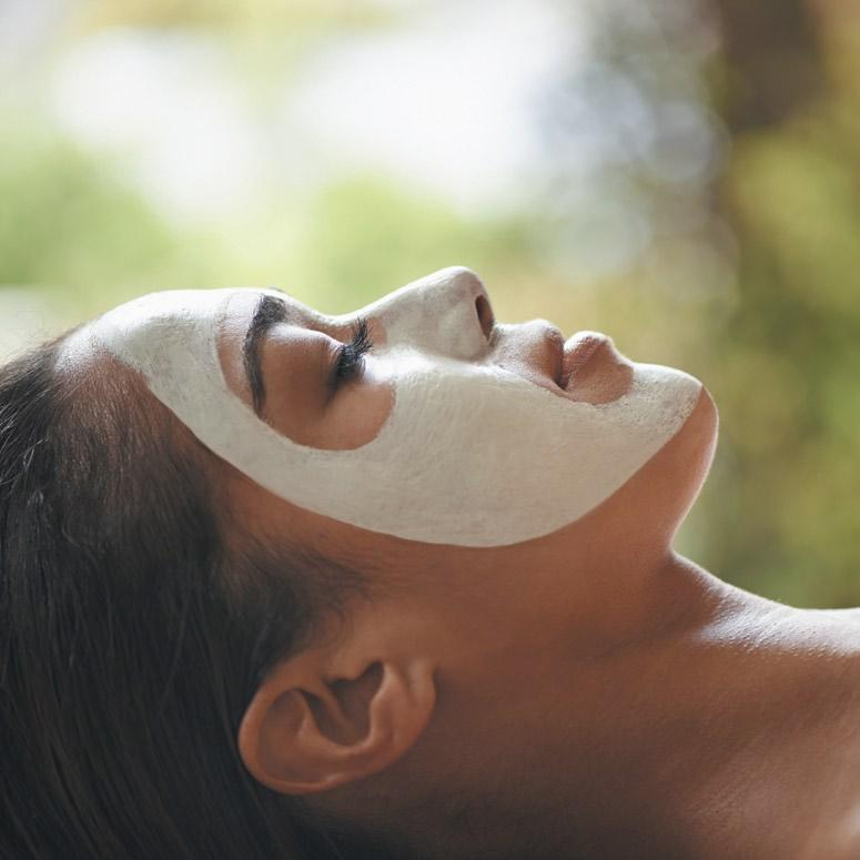 Facials / Facial TreatmentS by Aromatherapy Associates N a v a s a n a S e c r e t E l e m e n t Organic Facial Ultimate Aromatherapy Associates Facial Inspired by the therapeutic power of nature,