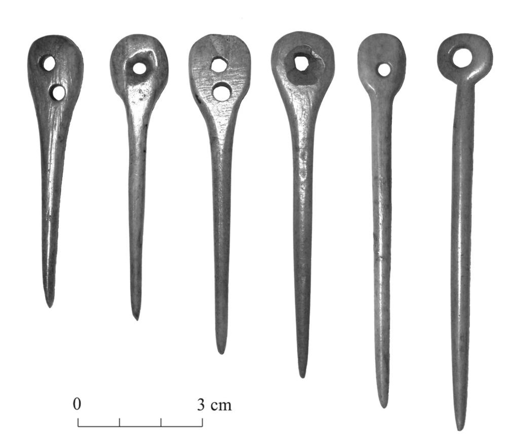 Late Bronze Age bone crafting in the eastern Baltic 29 not a copy of the shape of scapular tools this sickle-shaped object does not have a notched edge, and perhaps it may have had a different