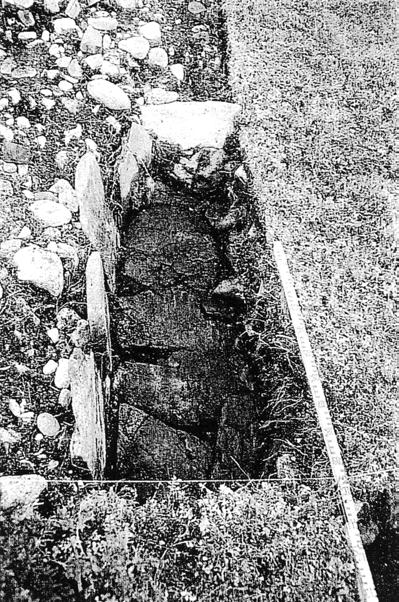 Fig. 5. Excavation of a stone lined cist at Arnøy, North Troms. Such cists were used for the extraction of oil from seals and whales. Photo Tromsø Museum.