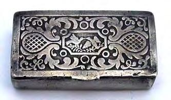 Geometric patterned snuff box covered all over with engine turned decoration.