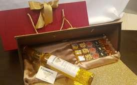 Gift Box 2 30 sweets paired with Iniskillin Gold Vidal Icewine 188 + 33 Scotts Road,