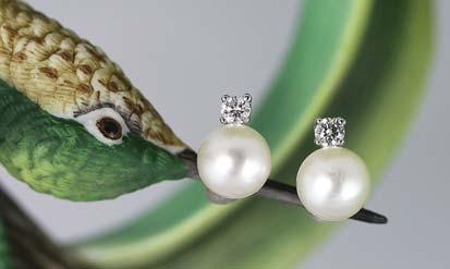00 B] 8mm akoya pearl earrings with two round