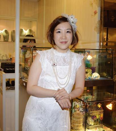 DESIGN Pinky Szeto: Lady in pink By Bernardette Sto. Domingo There is no denying that jewellery designer Pinky Szeto is in love with colours.