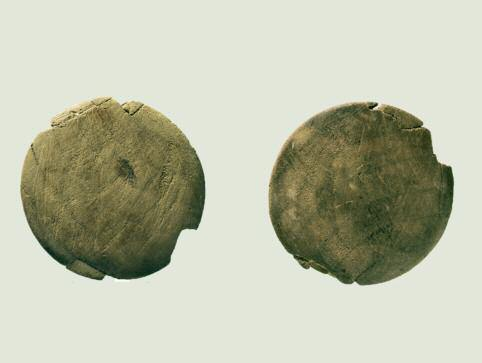 17 Wooden studs Two pairs of wooden discs with grooves along their edges were also discovered within the basket.