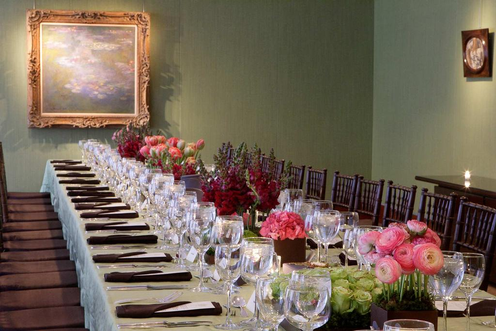 EXECUTIVE BOARDROOMS Christie s boardrooms provide the perfect canvas to create your custom event.