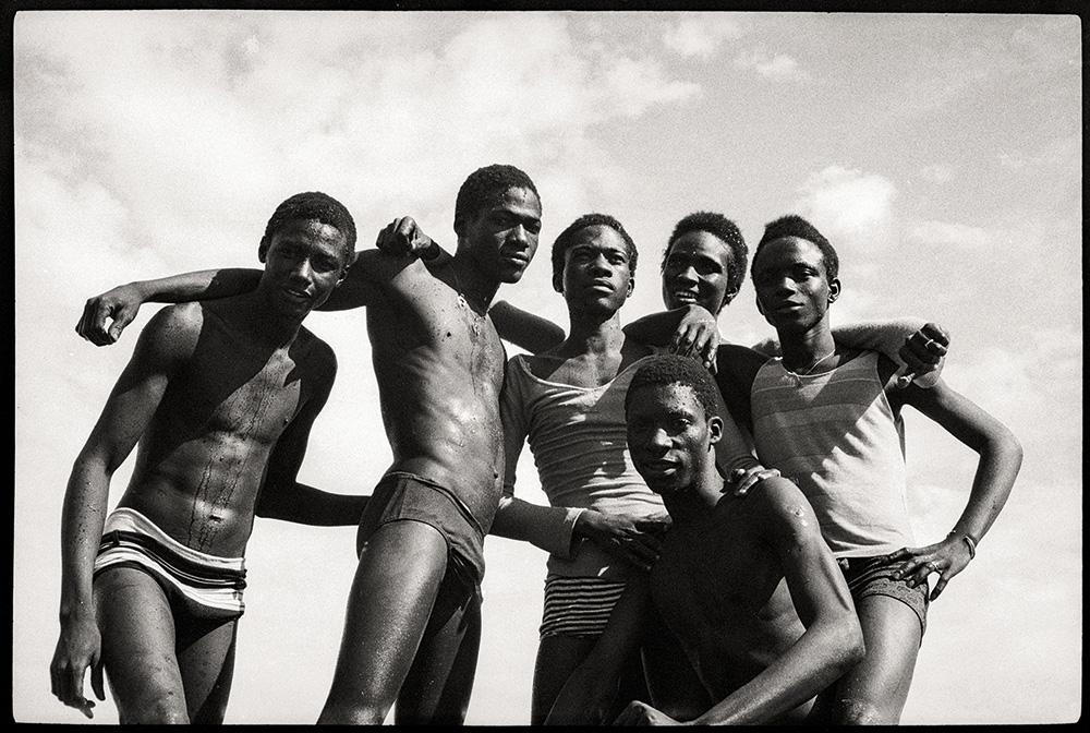 Sidibé s photographs document Mali s independence, the explosion of nightlife, music, fashion, joy and youth culture.