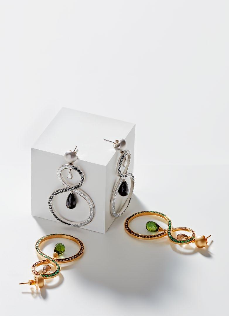 INVITATION TO INFINITY EARRINGS TOP CONTRASTING WHITE AND BLACK DIAMONDS IN 18K WHITE GOLD WITH BLACK ONYX DROPS.