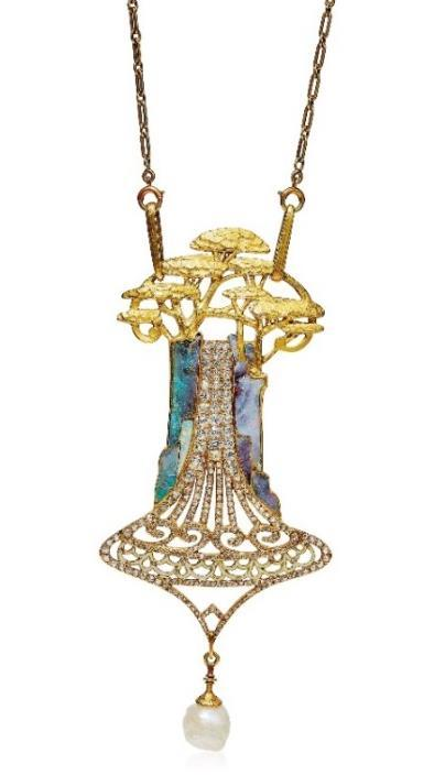 Beside the 45 pieces signed by Lalique the collector s couple was also fascinated by jewels designed by Georges Fouquet (1862-1957).