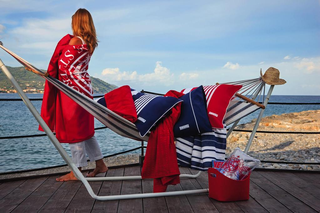 The Les Voiles de St-Tropez Collection The colours and decorations of this collection are inspired by the sea, the marine tradition,