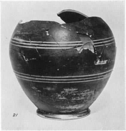 A GEOMETRIC HOUSE AND A PROTO-ATTIC VOTIVE DEPOSIT 557 29. (P535) Figs. 13 and 15 Fragmentary small jug with one handle, decorated with lines and dots. H. 0.054 m.; d. 0.057 m.