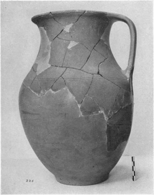 598 DOROTHY BURR with one or two handles, deep bowls, and pitchers. Decoration in incision is simple, but not uncommon.