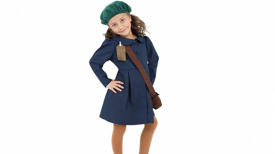 Website discontinues Anne Frank costume after critics express disgust By Washington Post, adapted by Newsela staff on 10.25.17 Word Count 582 Level 980L A photo of the Anne Frank costume.