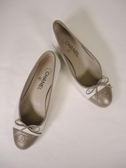 CHANEL Cream and Bronze Ballet Flats Size 7 ½ Sold in one day for $279. 02/18/18 Most days, we all want to just reach for our favorite pairs of flats instead of any type of heel.