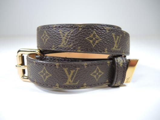Louis Vuitton Mini 25mm Monogram Belt Size S Retailed for $385, sold in one day for $199.