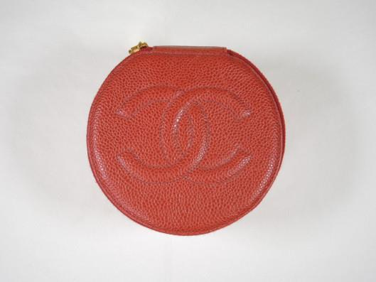 CHANEL Red Caviar Leather Jewelry Case Sold in one day for $289. 02/18/17 Keep your jewelry safe in designer style with this adorable red caviar leather case.