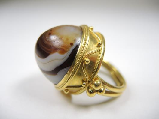 LUNA FELIX 18/22k Agate Dome Ring Size 6 1/2 Retailed for $3500, sold in one day for $2000 Make an organic statement in this second example of Luna Felix s ornate designs.
