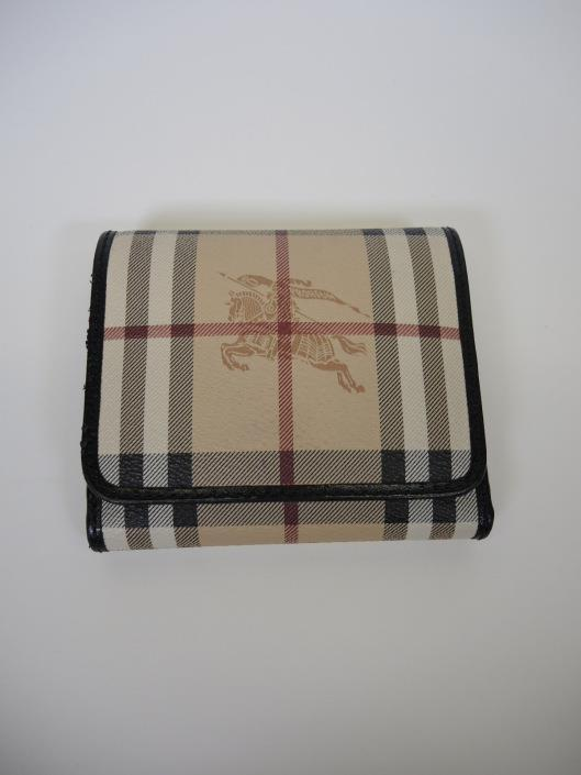 BURBERRY Haymarket Leighton Wallet Retailed for $295, sold in one day for $129. 06/24/17 Compact and practical, this fold up style wallet is designed to hold a lot without too much bulk.