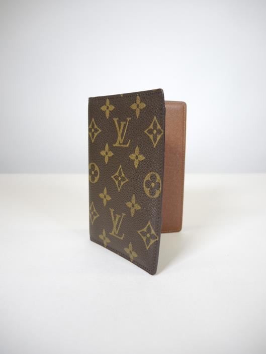 LOUIS VUITTON Slim Organizer Sold in one day for $149.