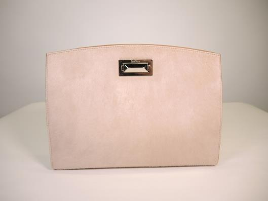MAX MARA Blush Hollywood Oversized Clutch Retailed for $500, sold in one day for $199. 04/08/17 Another perfectly blush accessory for you this Spring.
