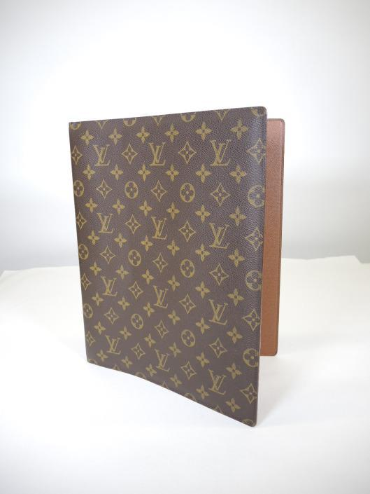 LOUIS VUITTON PORTFOLIO Sold in one day for $249. 03/25/17 Remember your ring binders from your school days?