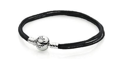 MOMENTS MULTISTRING S We recommend that the Multistring bracelets are worn with a maximum of 7-9 charms.