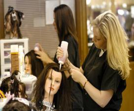 Fully Qualified HAIRDRESSING EXAM Fully Qualified Fully Qualified Hairdressing Exam (1) Infection, Prevention and Control Evaluated concurrently (2) Men s Technical Hair Cut 40 minutes (3) Women s