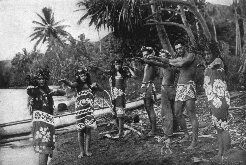 Polynesian Hiva Oa dancers dressed in pāreu around 1909 Pacific Islands o In Fiji it is known as a sulu. o In Hawaii it is referred to by the Anglicized Tahitian name, pareo.