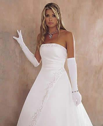Débutante Dress The Debutante Dress A debutante dress is a white ball gown, accompanied by white gloves and pearls worn by young women at their debutante ball.