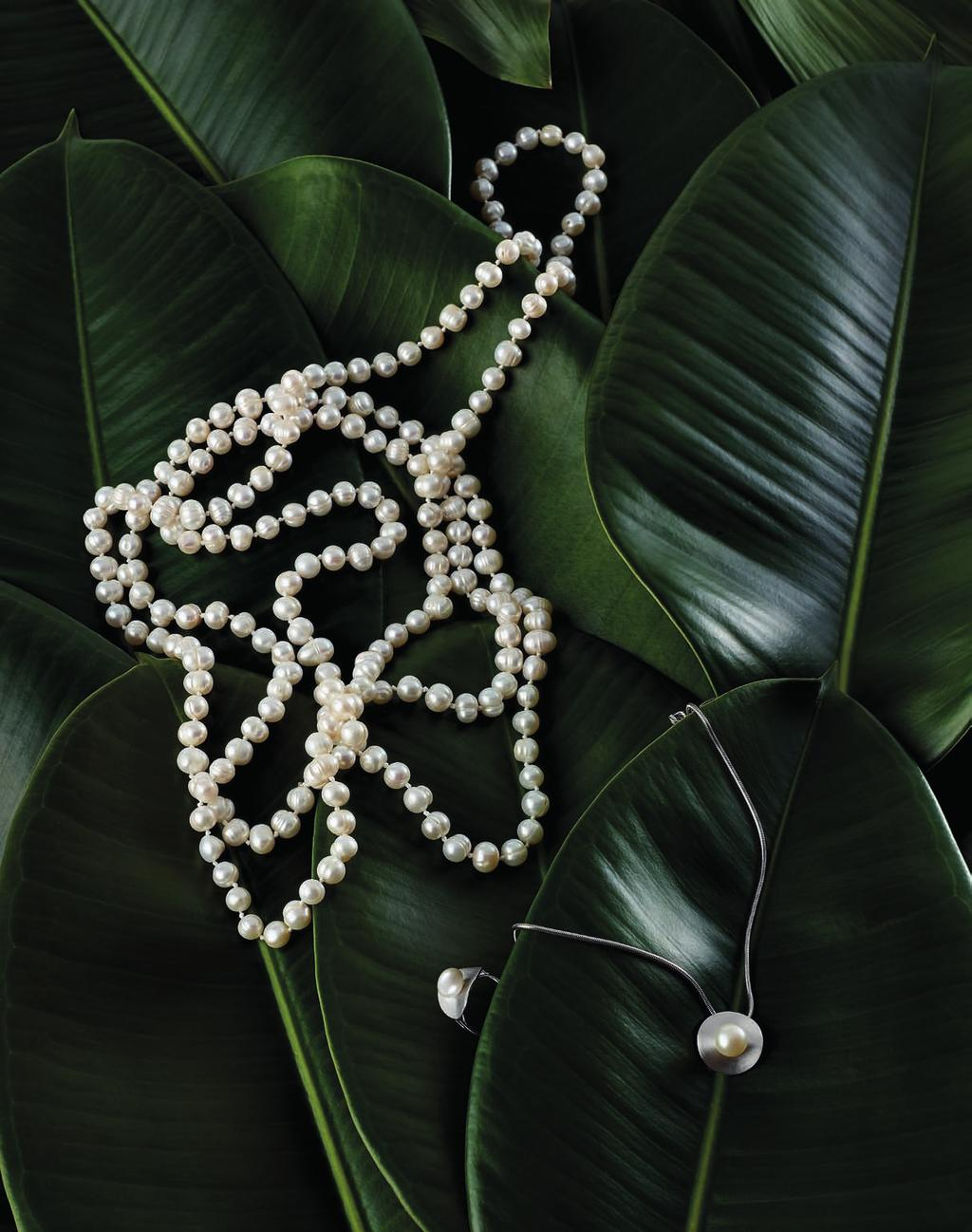 01 FRESHWATER PEARL NECKLACE CODE: 2237 69,90 White freshwater pearls, Ø 8mm, approx.