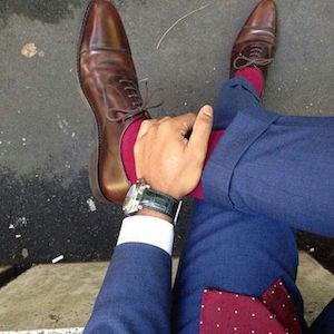However, a few rules of thumb are: Match your belt to your shoe and also watchband if possible Square toes do not go with suits Shoes with a shiny finish should only be worn with suits, otherwise go