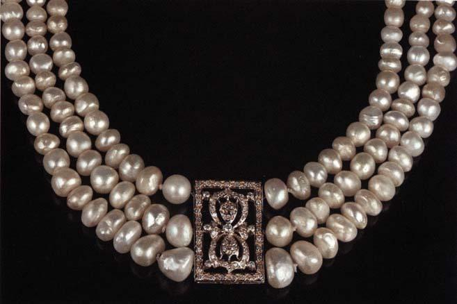 KH Natural, with Coating There has been much speculation over the last few years about the prevalence of artificial coatings applied to cultured pearls to enhance their luster.