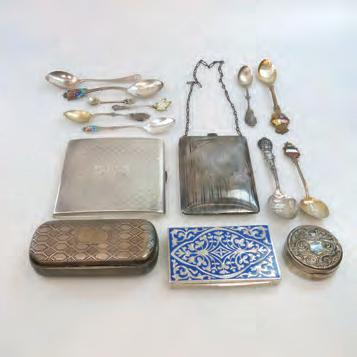 31 SMALL QUANTITY OF VARIOUS SILVER including a continental silver snuff box; an