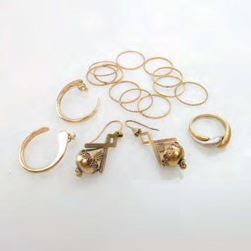 1 grams Provenance: Estate of Carol Solway, Toronto $800 1,200 74 SMALL QUANTITY OF GOLD JEWELLERY including an 18k