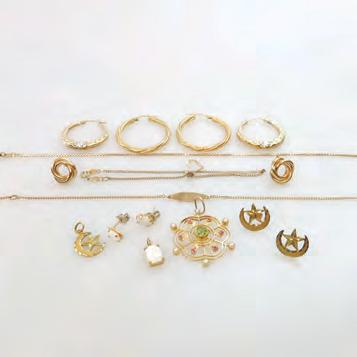 1 grams $300 400 86 SMALL QUANTITY OF GOLD JEWELLERY, ETC including 5 pairs of gold earrings; a 15k