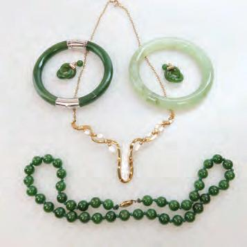 91 SMALL QUANTITY OF JADE JEWELLERY, ETC including nephrite beads with a gold clasp;