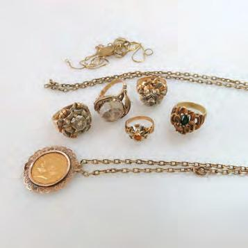 14k gold chain 93 SMALL QUANTITY OF VARIOUS GOLD JEWELLERY including a pendant set
