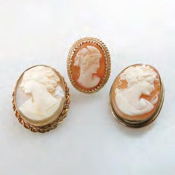 1 grams $275 350 143 14K YELLOW GOLD RING bezel set with an oval carved shell cameo;