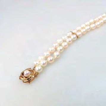 8 cm, 12.3 grams $400 500 DOUBLE STRAND CULTURED PEARL BRACELET (6.