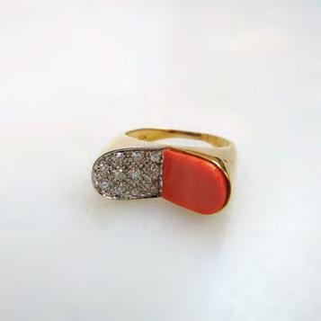 217 18K YELLOW AND WHITE GOLD RING set with a coral panel and 11 small single cut diamonds, size 6 1/2, 5.