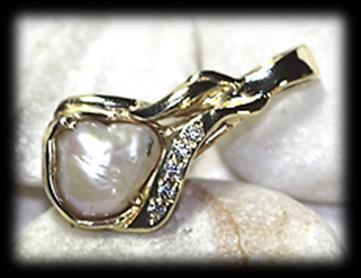 Estimate: R550 R980 62 9 carat yellow polished gold diamond and blister cultured pearl