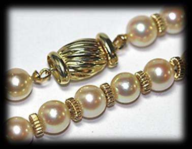 Mass: 28.16 gram. Estimate: R13,500 R24,000 88 Single strand of cultured pearl NECKLACE.