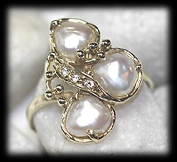 31 9 carat yellow polished gold handmade cubic zirconia and cultured fresh water blister pearl RING.