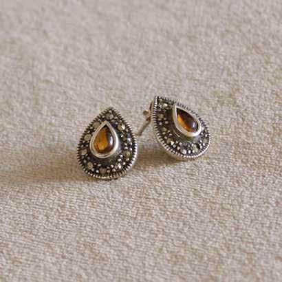 0093 earrings antique silver with amber