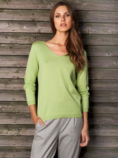 20 S18028 V-NECK LONG SLEEVE SWEATER $45 wholesale / $99 sugg.