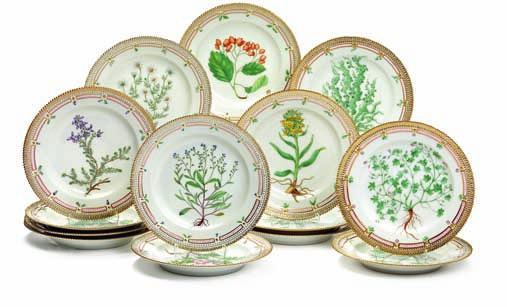 "428 428 ""Flora danica"" 14 porcelain plates, decorated in colours and gold with flowers. 3549. royal copenhagen. diam. 25,5 cm."